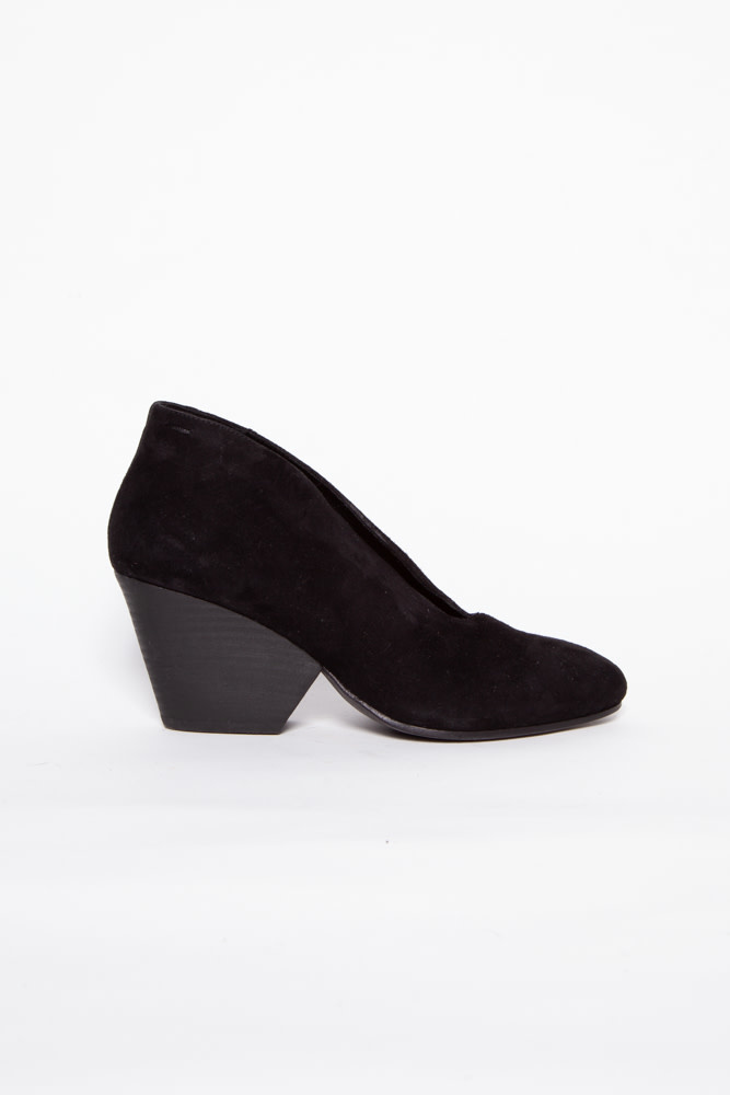 Eileen Fisher BLACK SUEDE BOOTIES