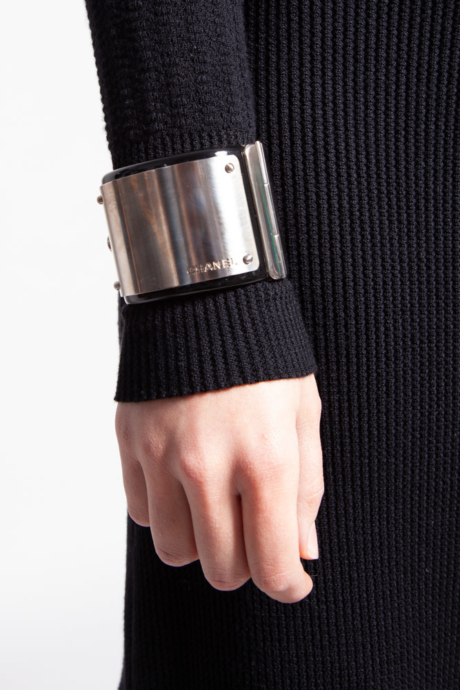 Chanel BLACK RESIN  AND METAL CUFF