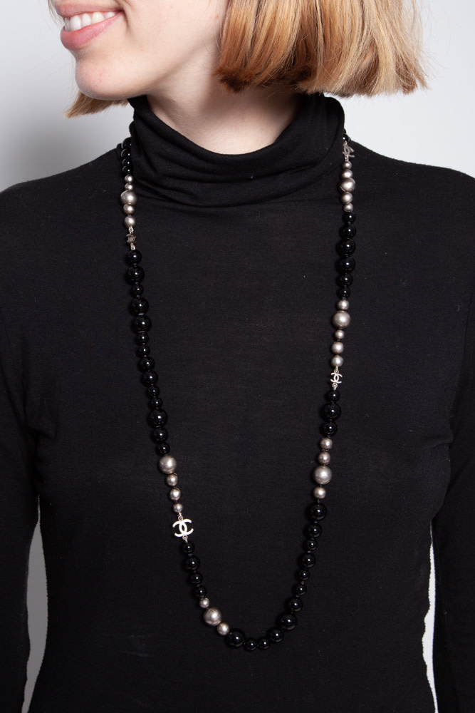Chanel BLACK AND GRAY FAUX PEARL NECKLACE 17 INCHES