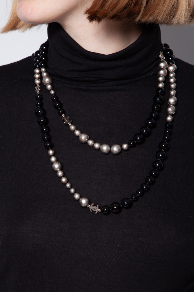 Chanel BLACK AND GRAY FAUX PEARL NECKLACE 24 INCHES