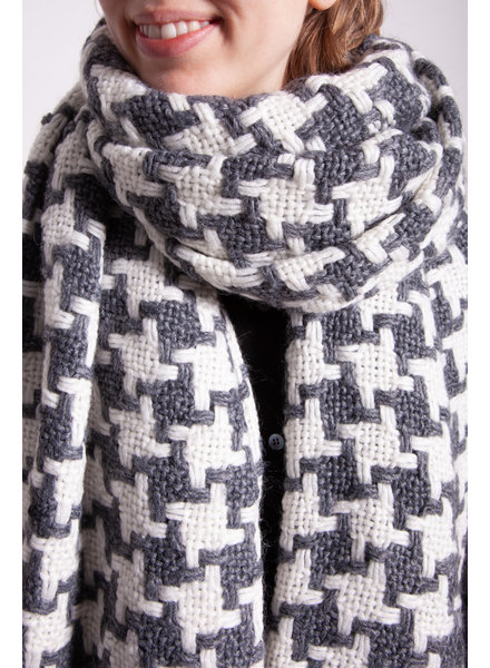 MAX & CO GREY AND WHITE KNITTED SCARF