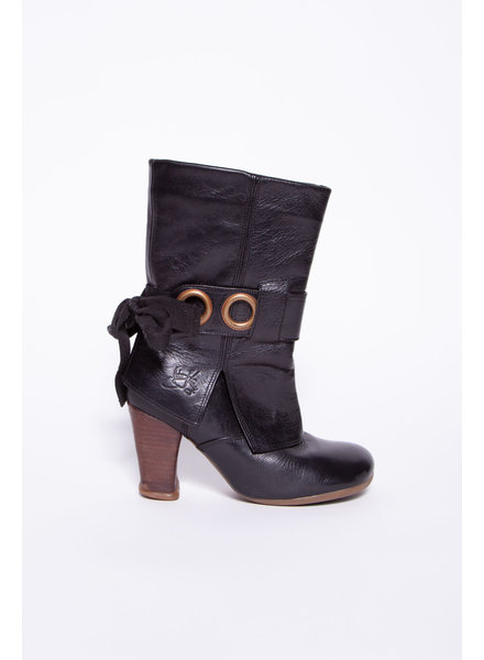 John Fluevog BLACK BOOTS WITH HEELS AND BOWS AT THE BACK