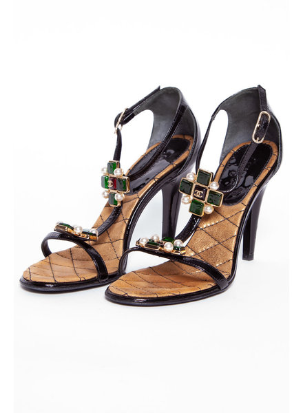 Chanel BLACK LEATHER HEELS WITH GRIPOIX JEWELS