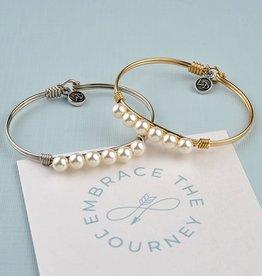 LUCA & DANNI Bangle Bracelet Crystal Pearl in Classic White
