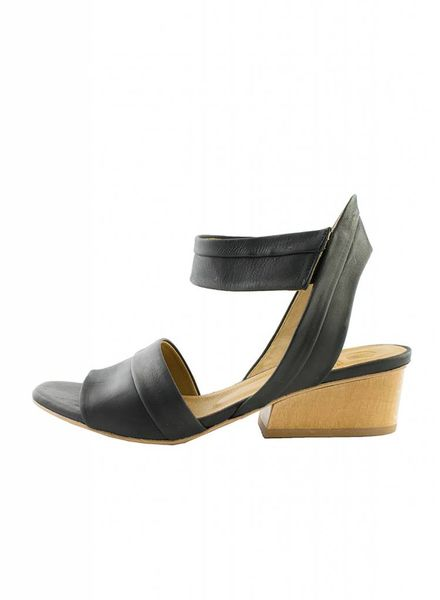 Coclico Outside Ankle Strap Sandal Kent Black