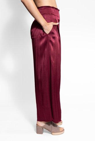 Raquel Allegra Pleated Trouser Wine