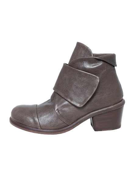 P. Monjo Strap Ankle Boot Iron Grafito Granite Grey