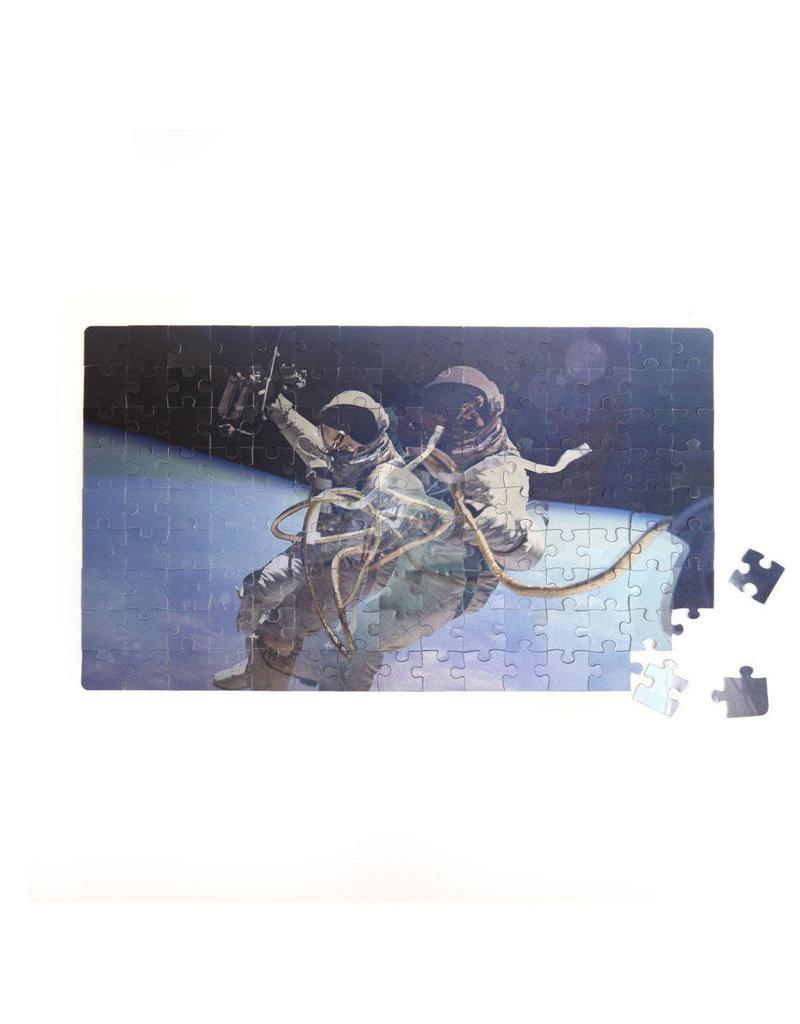 Kikkerland Astronaut Motion Puzzle