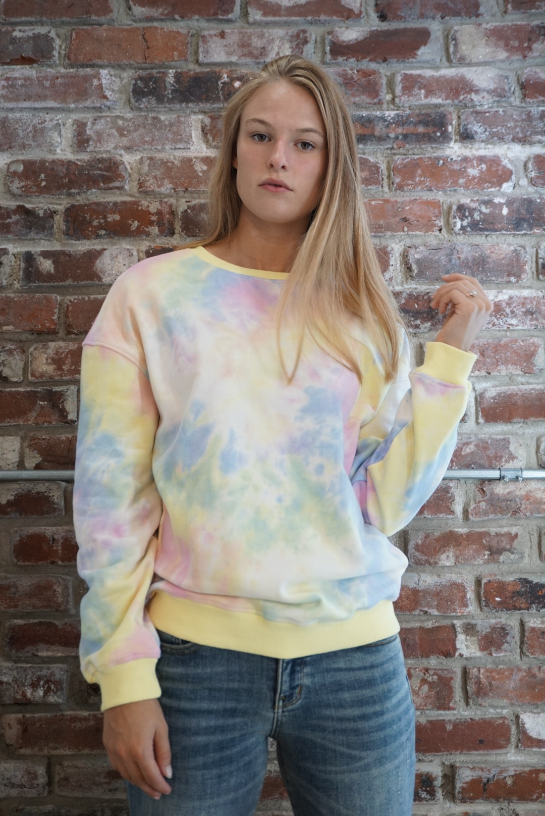 Le Lis Tie-Dye Crew Neck Sweatshirt