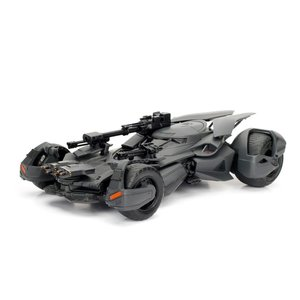 Green Light Collectibles . GNL 1/24 2017 Justice League Batmobile w/ Batman Figure
