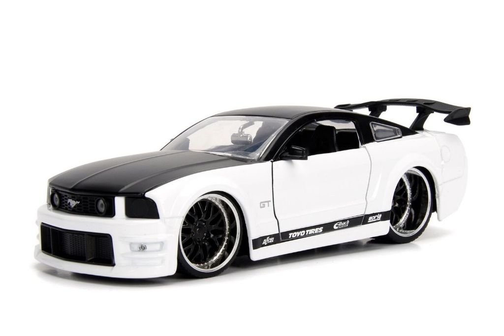 White Mustang Gt >> Jada Toys Jad 1 24 2006 Ford Mustang Gt White
