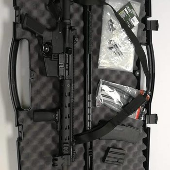 Daniel Defense M4V7 5.56 Nato, 16'' Barrel come with case and bag