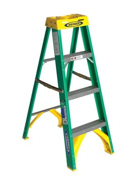 WERNER 4 FT. H X 19 IN. W FIBERGLASS STEP LADDER 225 LB. CAPACITY TYPE II
