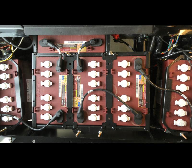 2019 E-Z-GO EXPRESS L6-E 72V (FLAME RED)