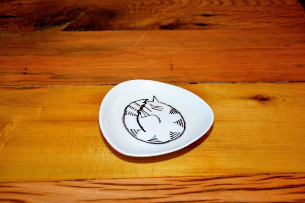 Ceramic Triangle Cat Plate