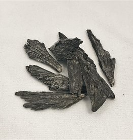 Black Kyanite - med