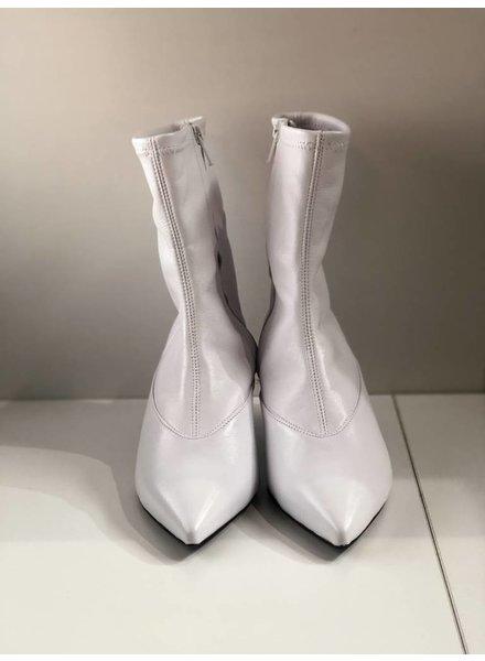 Alumnae Stretch Boot with Broken Heel