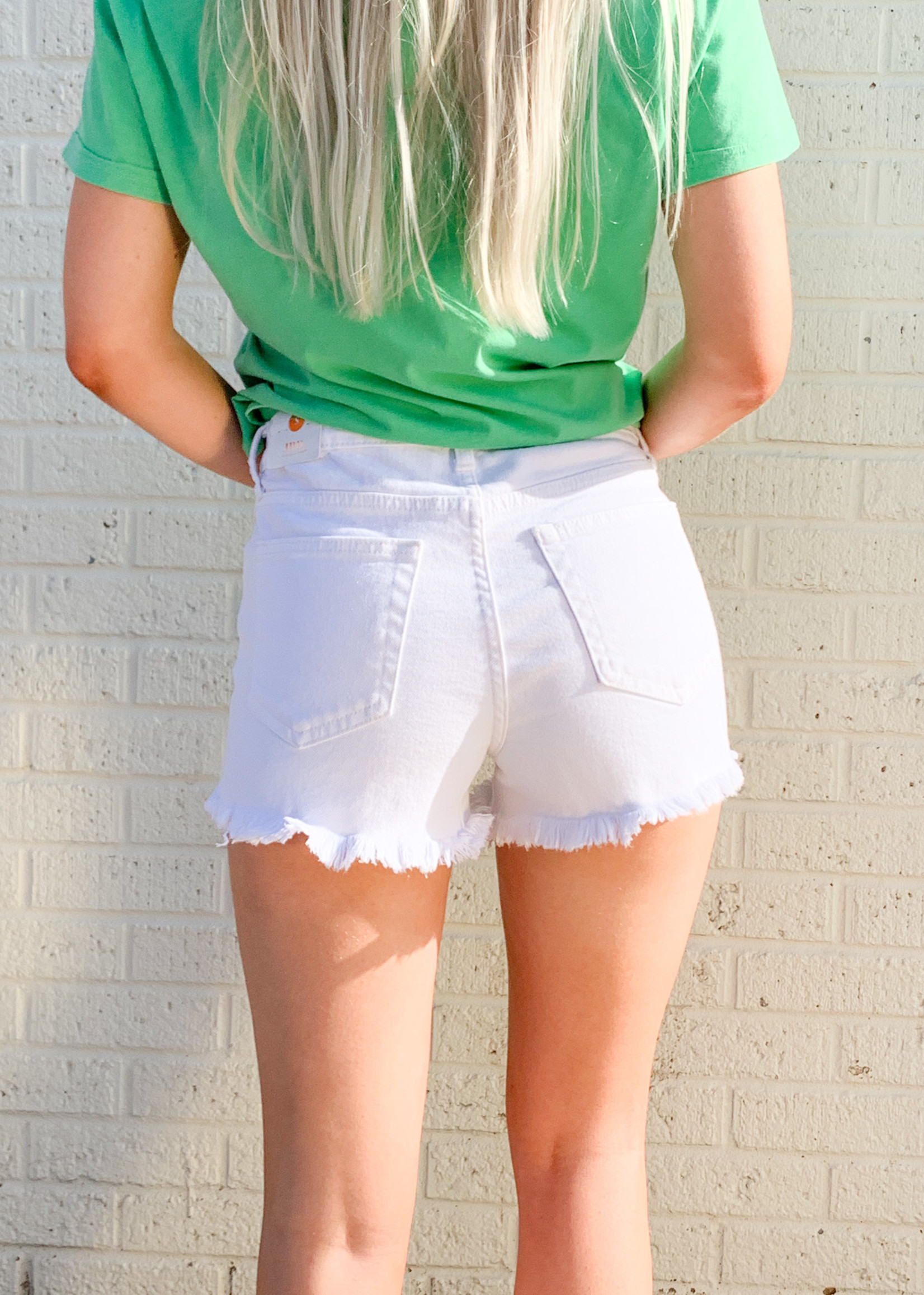 hula sue paige high rise frayed hem shorts - white