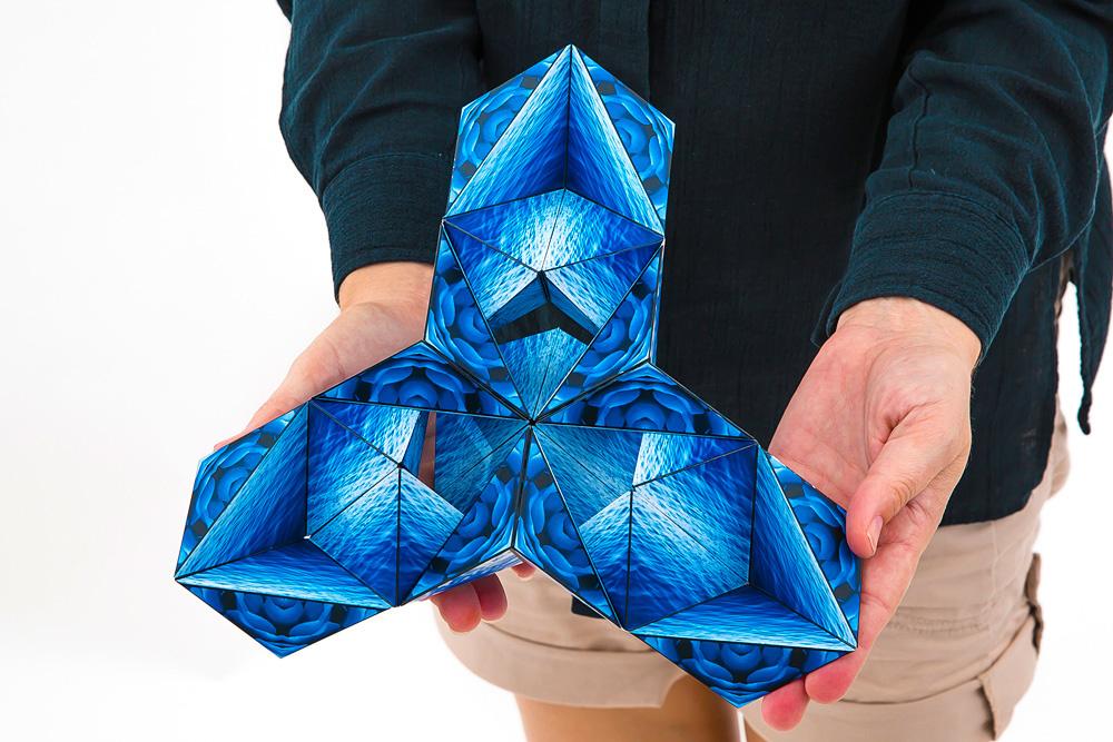 Fun in Motion Shashibo Cube/ Confetti