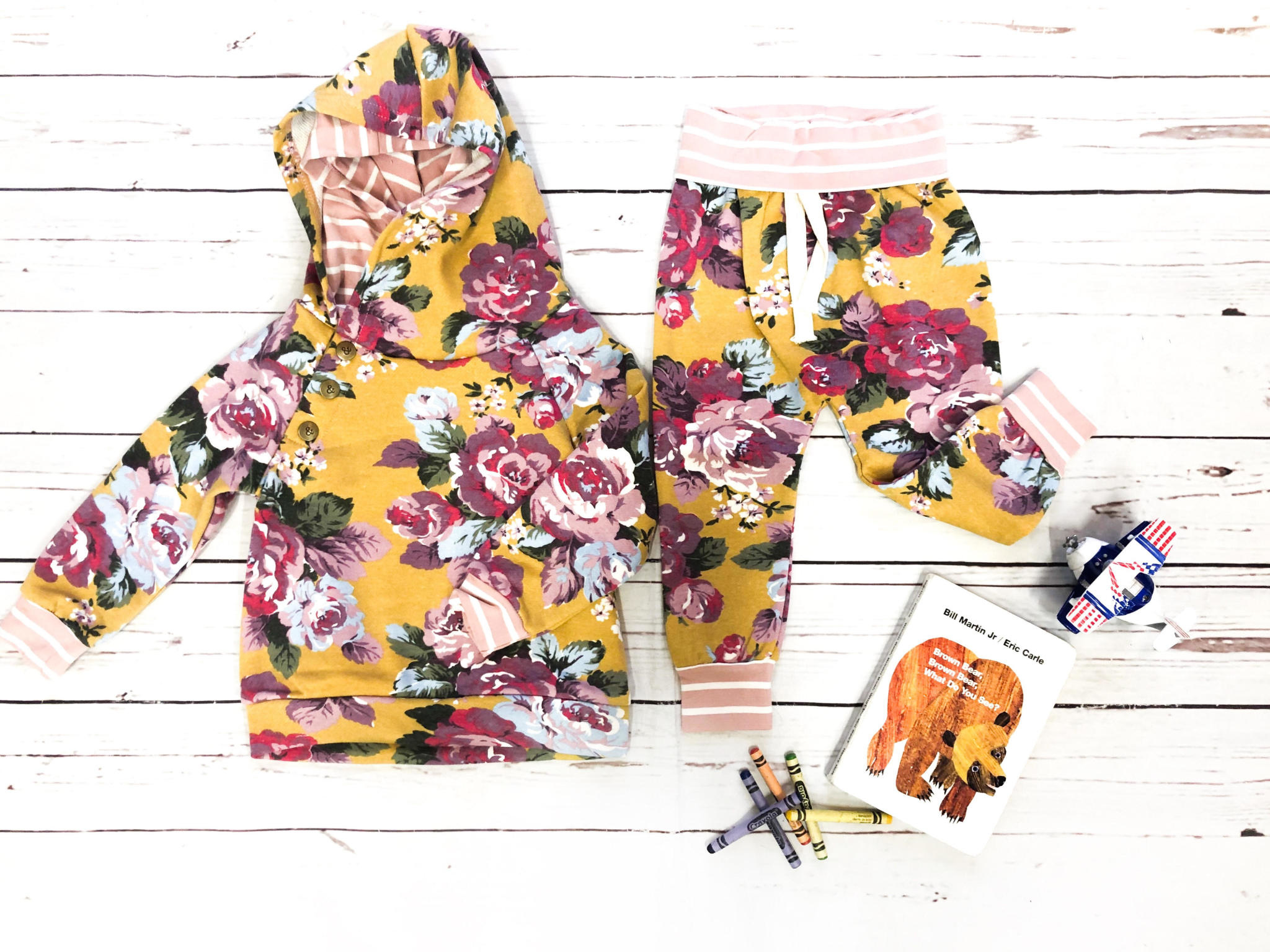 Ampersand Avenue Blooming Floral Joggers