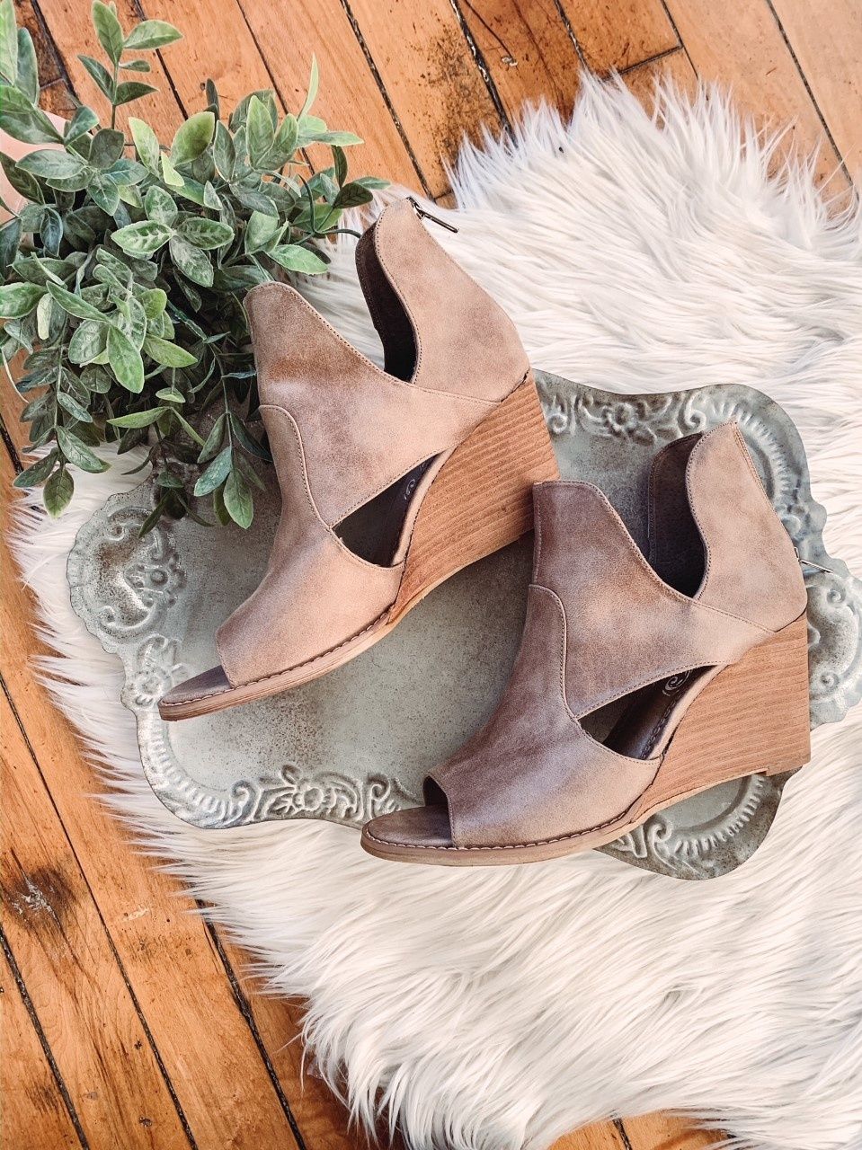 Hollyridge Taupe Heels