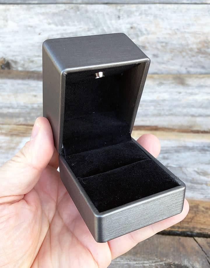 DBX6100 = Lighted Ring Box Black/Gray