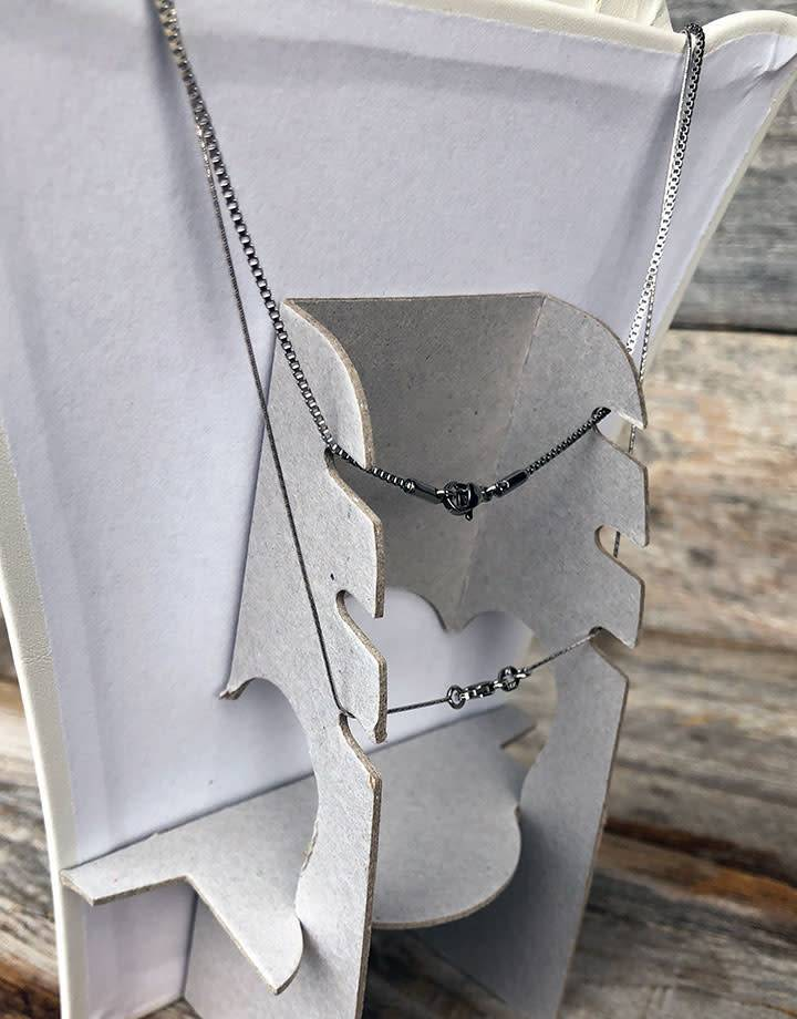 DCH6773 = LEATHERETTE NECKLACE EASELS PADDED  6-1/2'' x 7-7/8''