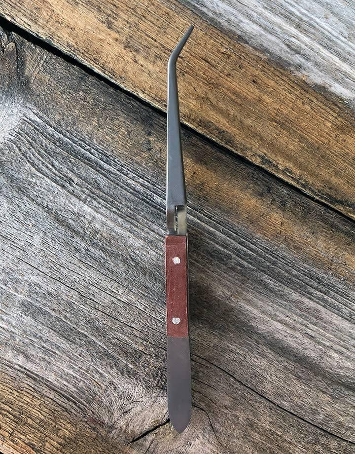 57.767 = Titanium Cross Lock Fiber Grip Curved Tweezers