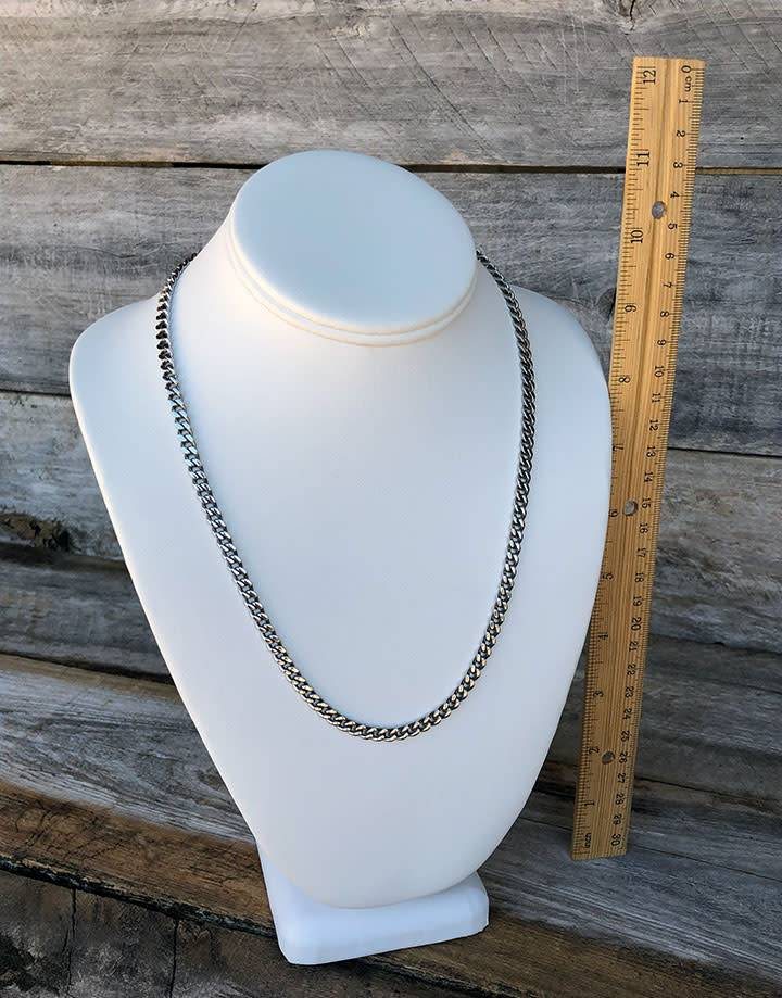 DCH6892 = LEATHERETTE NECKLACE BUSTS- 11' high