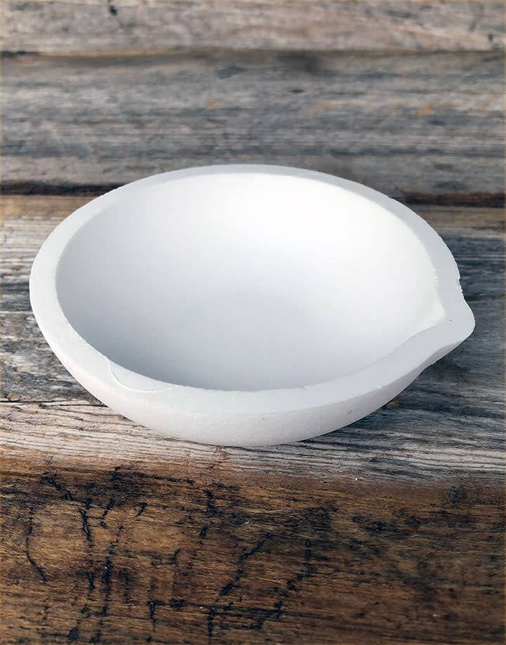 22.782 = Ceramic Melting Dish / Crucible 100dwt Capacity