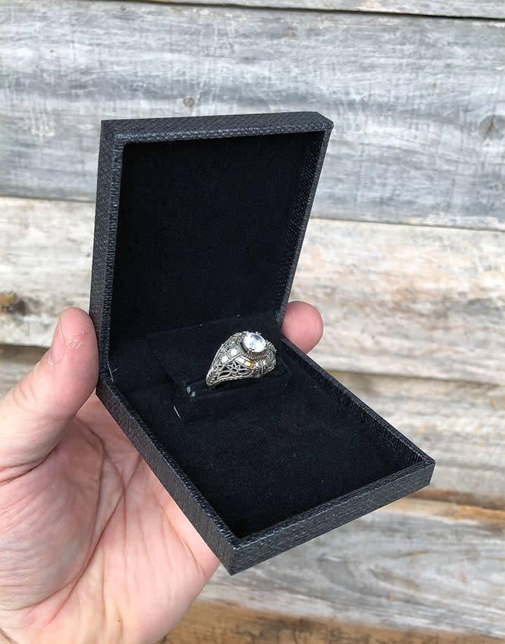DBX6010 = Slim Proposal Engagement Ring Box Grey/Black