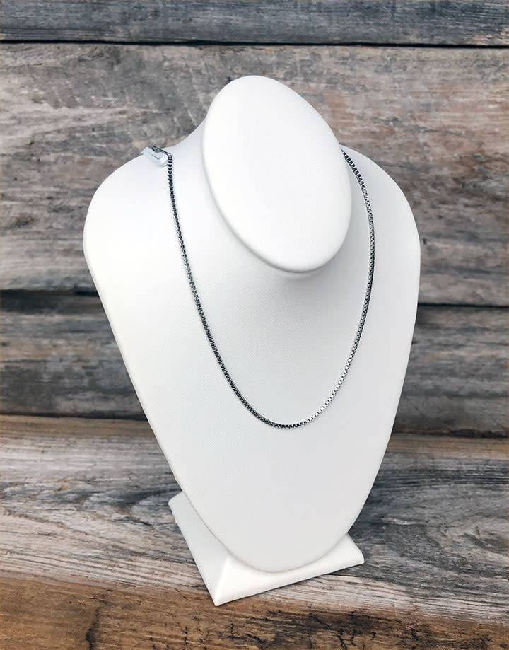 DCH6882 = Light Weight Necklace Bust White Leatherette - 6-1/2'' Tall