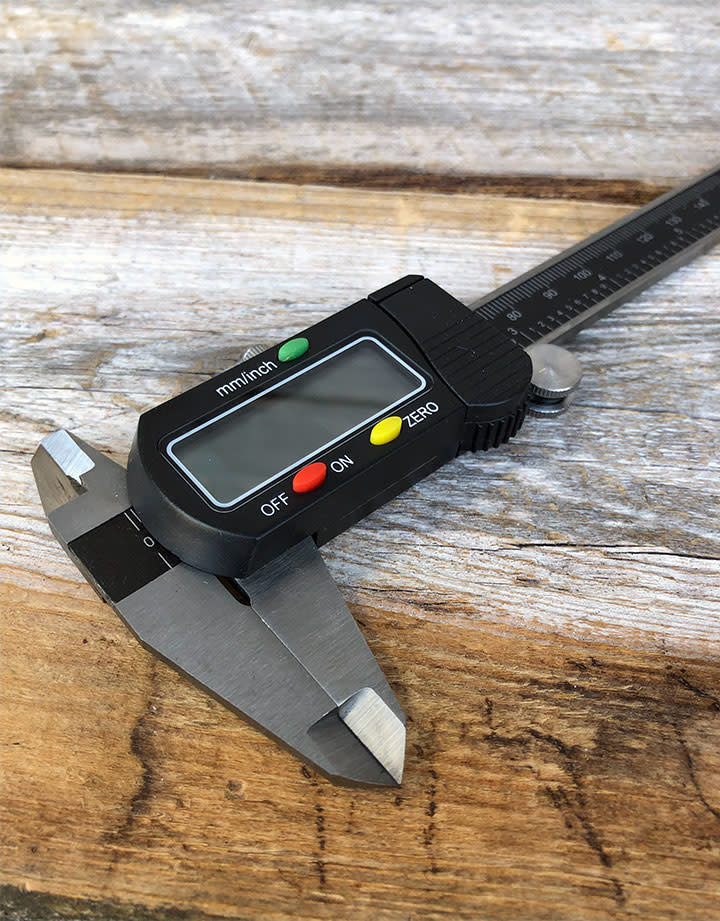 GA9784 = LCD Digital Caliper with Extra Battery and Case