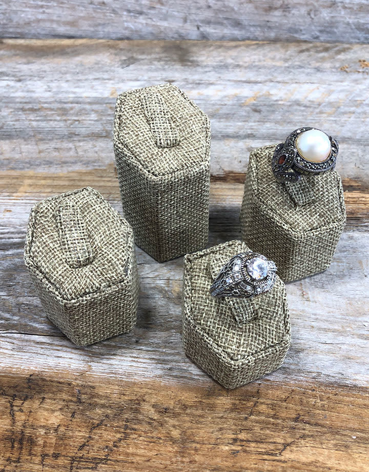 DRG3001 = Burlap 4pcs Ring Stand Set wth Clips