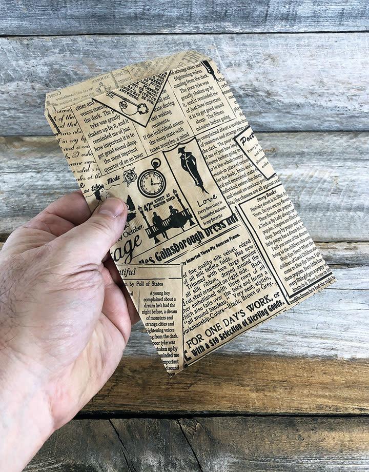 DBG1113 = Paper Gift Bag New Print Pattern 5'' x 7'' (Bundle of 100)