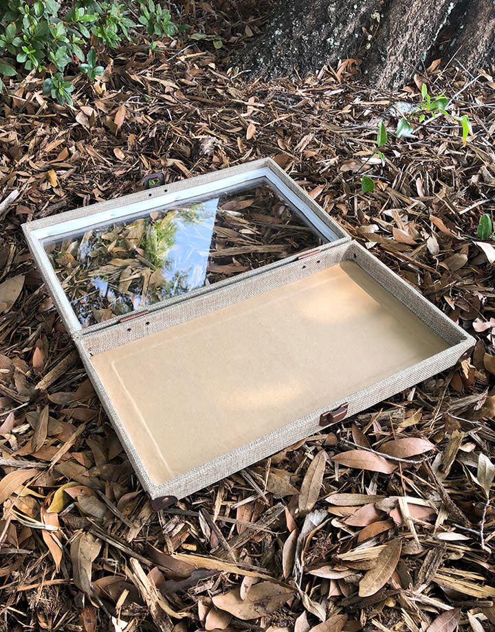 DTR3400 = Glass Top Burlap Tray with Metal Clasp 2'' Deep