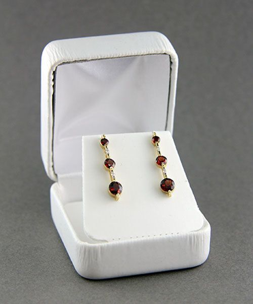 DBX1902EW = Leatherette Earring Box White (EACH)
