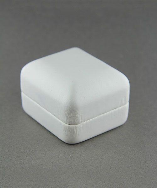 DBX1902RW = Leatherette Ring Box White (EACH)