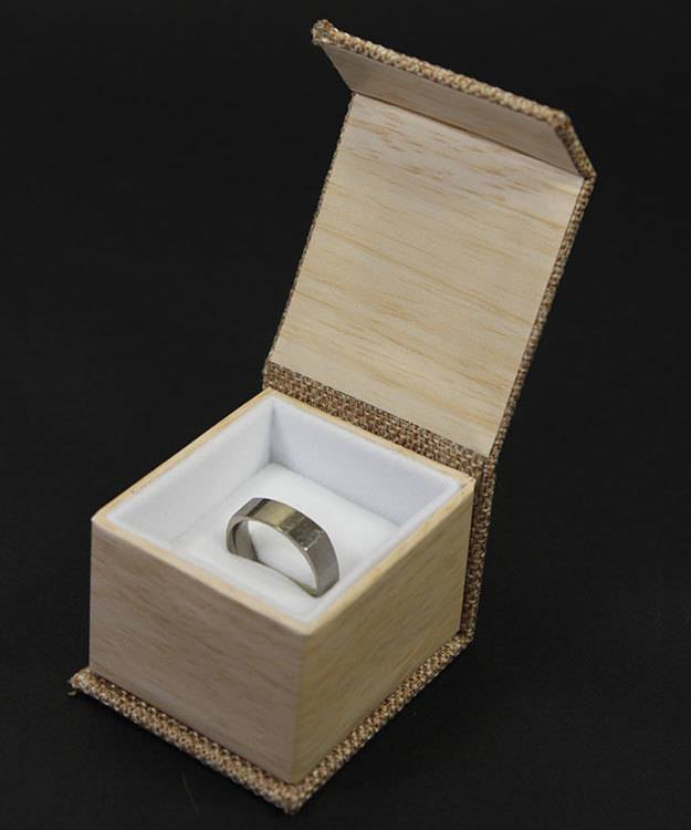 DBX3050 = Burlap Deluxe Magnetic Ring Box 1-7/8'' x  2-1/4'' x 1-1/2'' (Each)