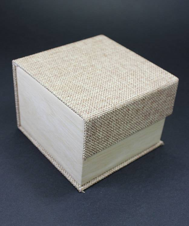 DBX3052 = Burlap Deluxe Magnetic Watch Box 4'' x 4'' x 2-1/4'' (Each)