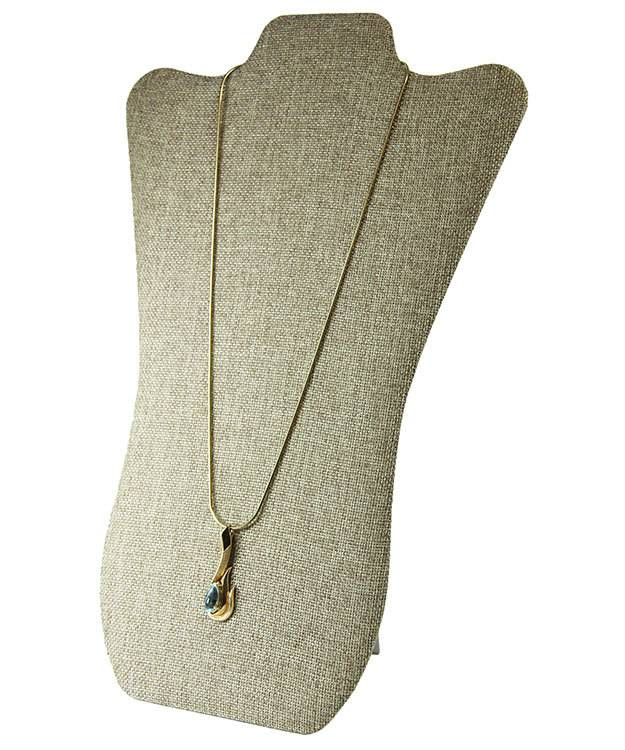 DCH3673 = Burlap Necklace Easel Display 8-7/8''W x 13-3/8''H