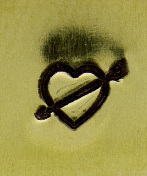 PN5687 = DESIGN STAMP 6mm - heart with arrow