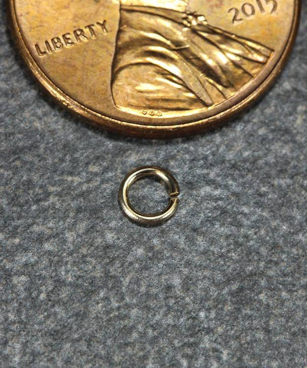 900-3L = Open Jump Ring 2.5mm ID x .025'' (22ga) Wire 14KY Gold