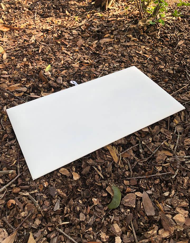 DIS6900 = LEATHERETTE TRAY INSERT PAD WHITE