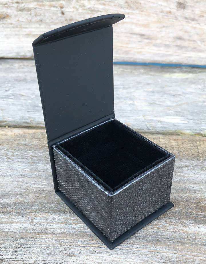 DBX4250 = Deluxe Magnetic Black/Silver Ring Box 1-7/8'' x 2-1/4'' x 1-1/2'' (Each)