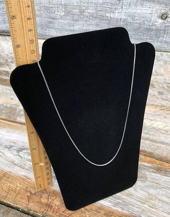 DCH1678 = Value Velvet Padded Necklace Easel 6-1/2''x8''H