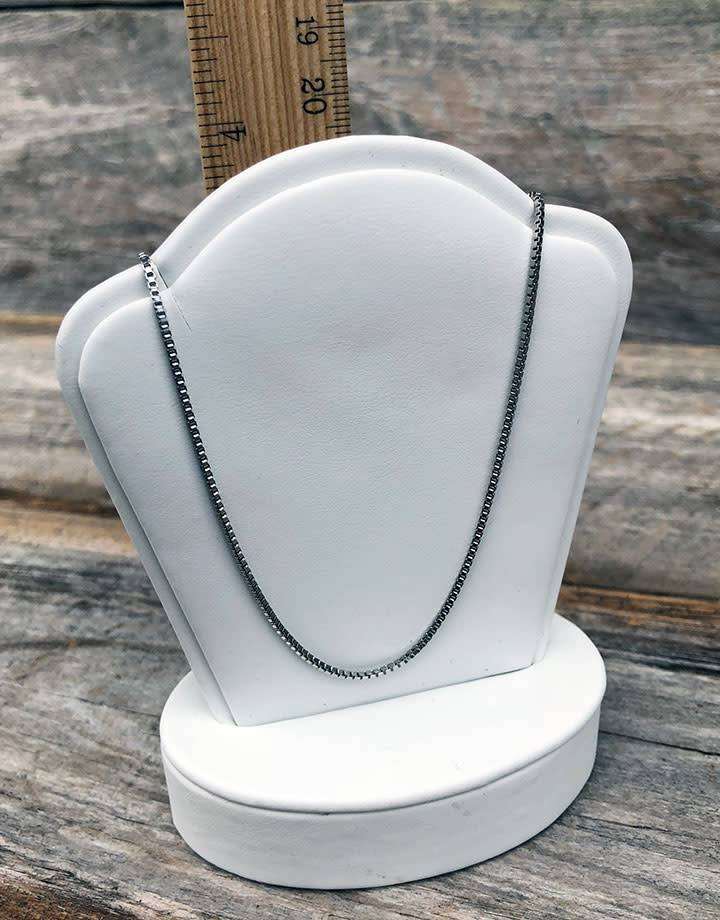 DCH6701 = White Leatherette Pendant Stand 3'' x 2'' x 4''H (Pkg of 2)