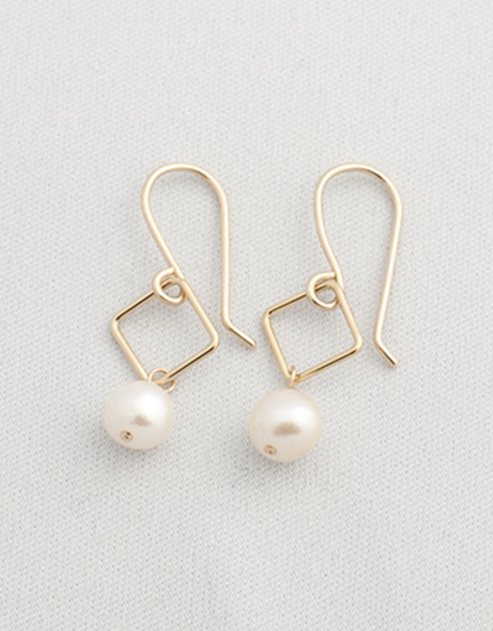 Mona Pearl Earrings