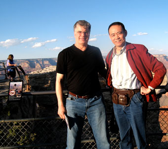 Tom Metzler meets master violin maker Ming-Jiang Zhu from Guangzhou, China at, of all places, the Grand Canyon!
