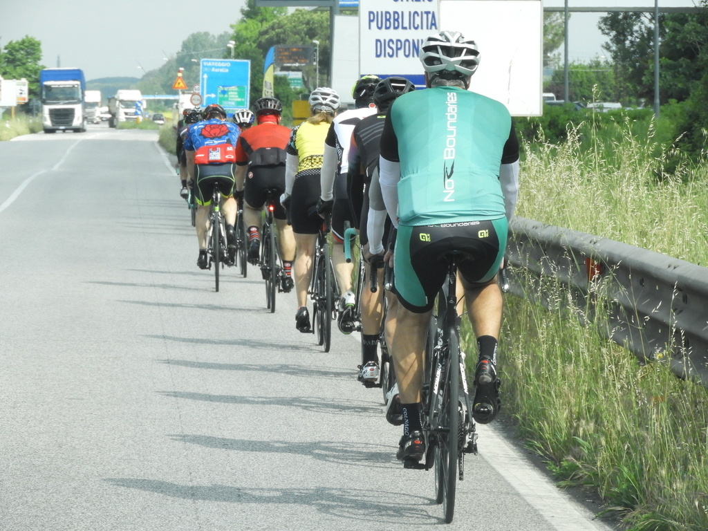 5 Golden Rules when Riding in a group on a road bike